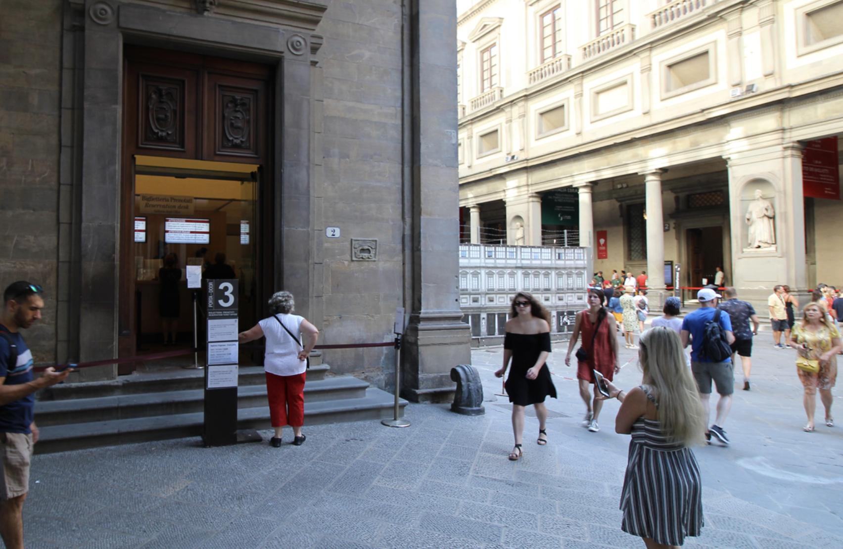 Uffizi Gallery - Door n. 3